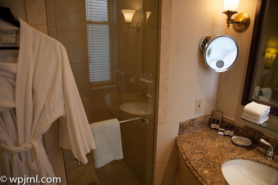 Fairmont Chateau Frontenac Gold Room - Bathroom